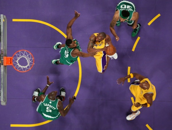 Despite the 3 green jerseys, Kobe had 3 easy looks at the rim in game 1. This cannot, cannot, cannot happen.